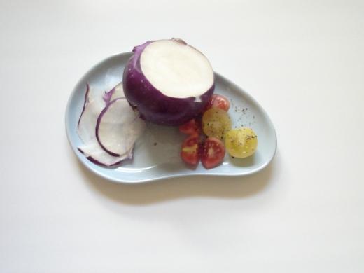 Purple kohlrabi & cherry tomatoes